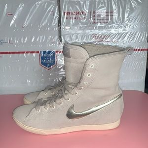Women's Nike Racquette Mid Leather (size 7.5)